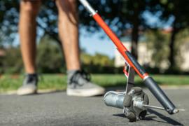 研究人员为视力障碍者设计集成导航的智能手杖