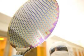 默克推出新一代光刻胶去除剂 用于芯片制造关键工艺