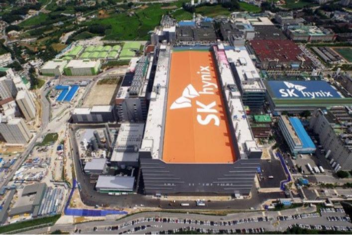 《三星和SK海力士将采用EUV生产DRAM,美光:暂不跟进》