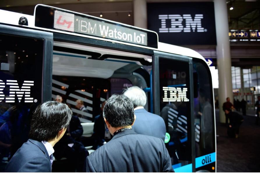"""《加速向云计算转移,IBM拆分IT部门""""重新定义公司""""》"""